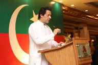 If India attacks, we'll retaliate: Imran warns (Second Lead)