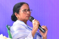 Feel sad at how Advani treated by BJP: Mamata (Lead)